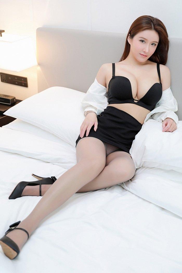 麻辣性感教师白皙傲人巨乳丰乳肥臀待你讨教[37P]