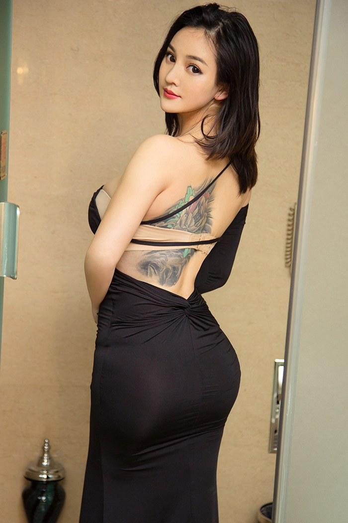 性感御姐爆乳翘臀妩媚惹人怜[65P]
