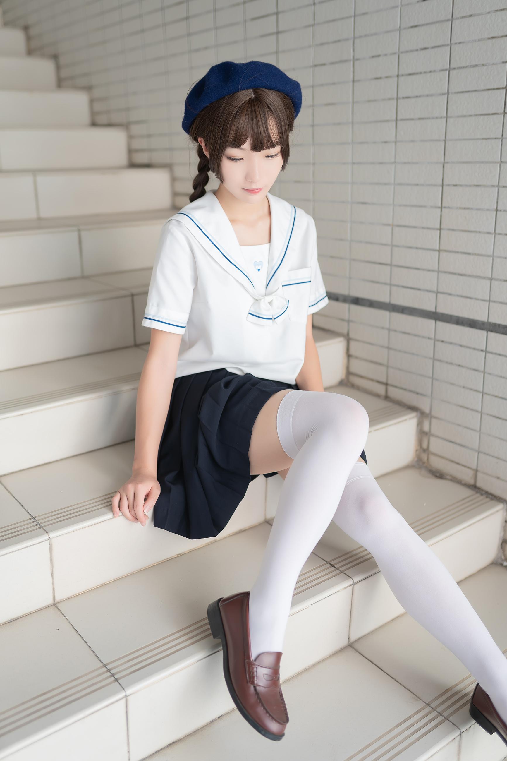 楼梯上的白色丝袜少女[33P]