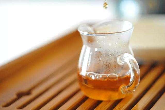 一杯茶,敬不甘的人生