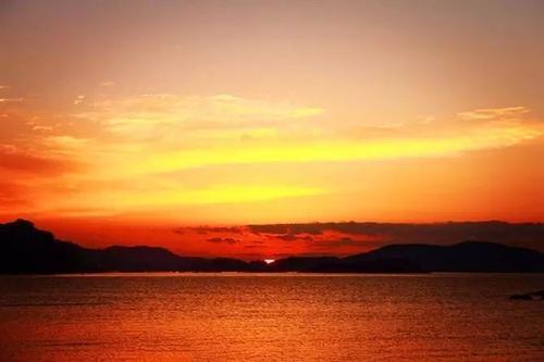 看到日出的那一线阳光