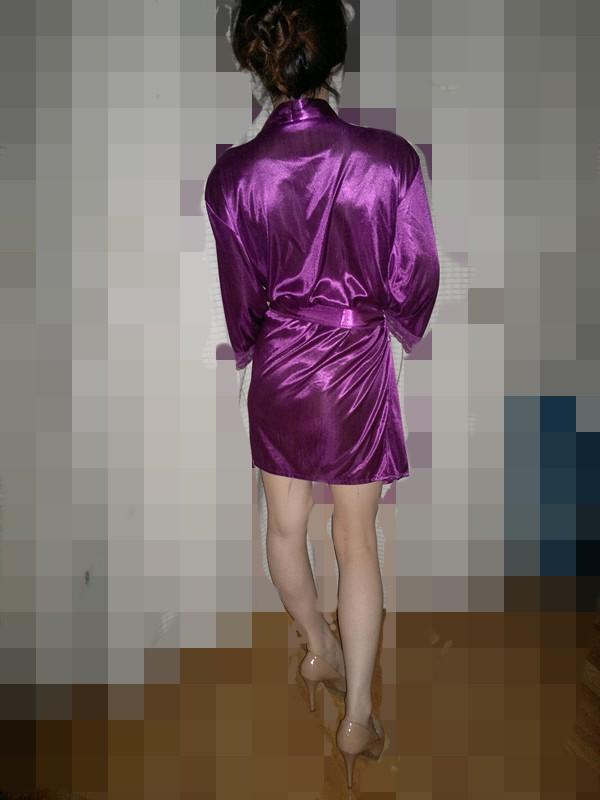 享受紫色情趣内衣的白皙少妇带来的激情时刻