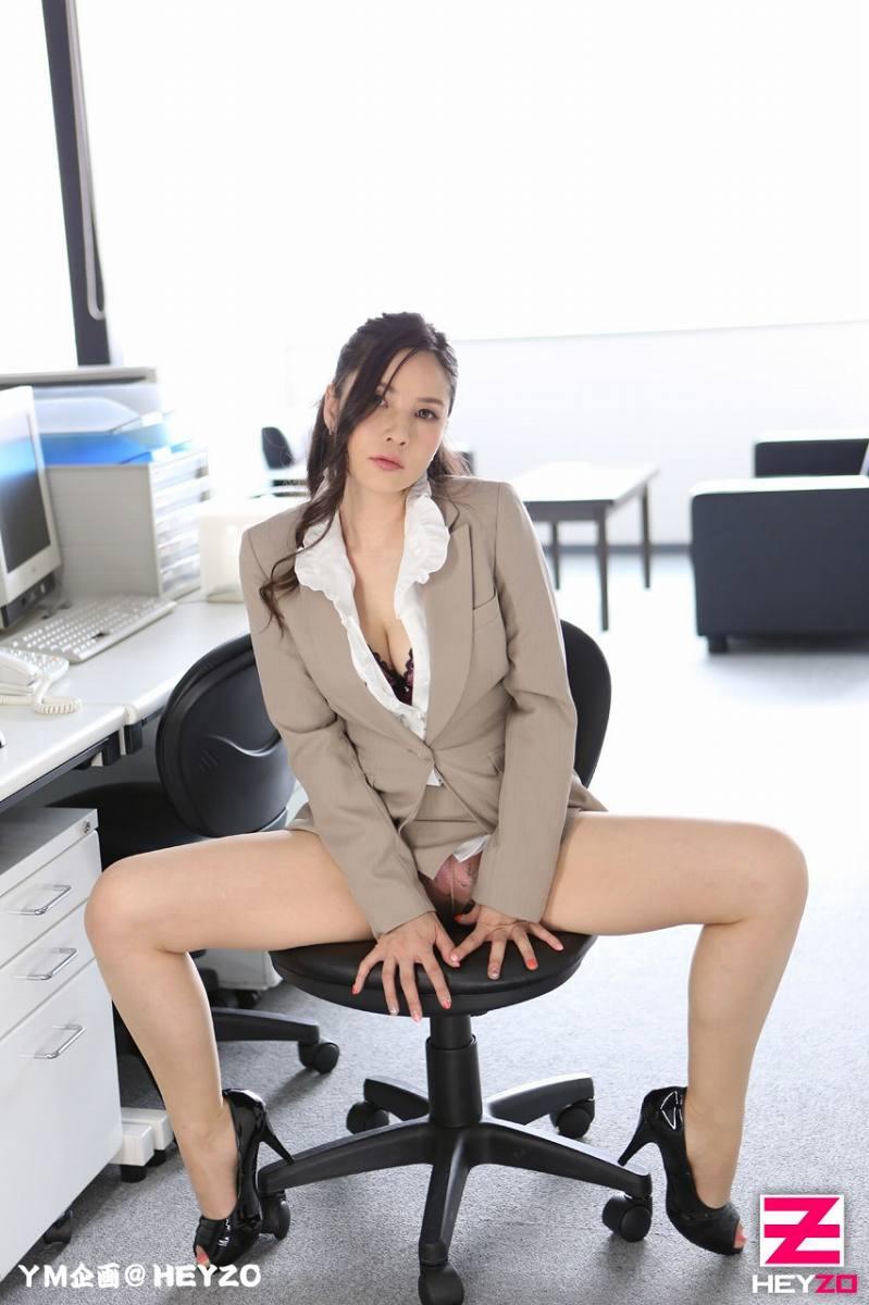 淫荡女社员勾引总部下来调研的特派员